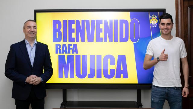 Rafa Mujica ya luce de amarillo